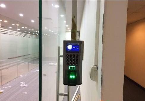 Hệ thống kiểm soát ra vào cửa tự động
